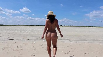 milfs topless beach Flash penis touch