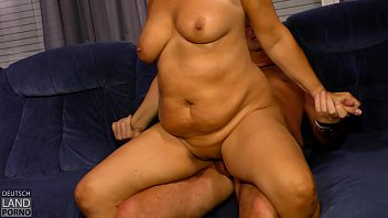 es macht sich selbst rothaarige susi Fat wife taking a load